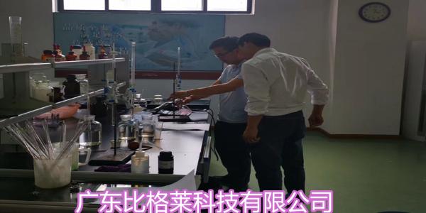 罗先生在比格莱学习分析使用碱性镀锌添加剂的镀液