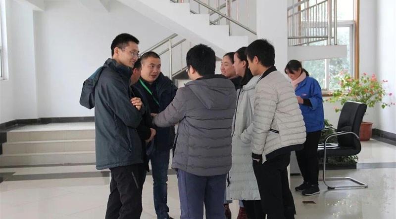 团队小伙伴和其他学员一起交流学习