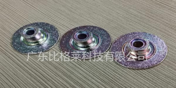 三价铬彩锌钝化液在使用过程中,工件孔位颜色过深是怎么回事?